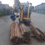 Der Baggerspalter teilt selbst mit einer Kegelspitze von 140mm dicke und robuste Baumstämme