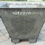 Feuertonne Motiv Wort Schützenkönig plus Logo Schützenverein mit Jahreszahl